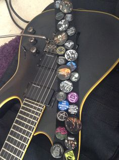 my silverburst les paul with a cool guitar strap my guitars pinterest cool guitar guitar. Black Bedroom Furniture Sets. Home Design Ideas