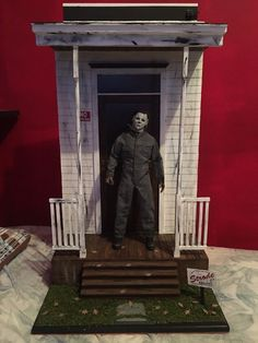 made By Comission is a Halloween Michael Myers House/front Porch Diorama Funny Horror, Horror Movies, Halloween Movies, Halloween Crafts, Michael Myers House, Horror Action Figures, Evil Dead, House Front Porch, Haunted Dollhouse