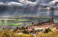Trevi (PG) by Giuseppe  Peppoloni, via 500px