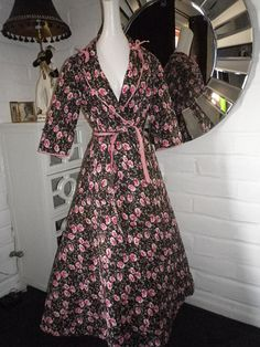 I Love Lucy vintage 50s quilted robe ballerina pink black