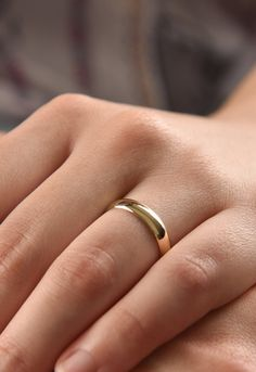 High Dome 4mm Wide Mens and Womens 14k Yellow Gold Plain Wedding Band