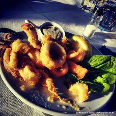 RINGERL | Auch klassisch, so wie wir es aus dem Bilderbuch kennen. Greece Travel, Food, Classic, Photo Illustration, Meal, Eten, Greece Vacation, Meals