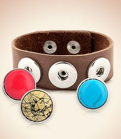 Fun #Leather #Bracelet with interchangeable buttons that pop off and on so you can change them according to your outfit or mood that day. (Tons of buttons to choose from too.)