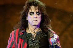 """'Spider-Man' lures AliceCooper?  If I like more than two of his songs (""""You and Me"""" and """"Only Women Bleed""""), I don't know it.  However, I somehow find this idea EXTREMELY intriguing!"""