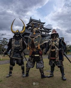 Samurai warriors guarding their temple ⛩️🇯🇵🏯👊 . Ronin Samurai, Samurai Weapons, Samurai Warrior, Katana Swords, Japanese History, Japanese Culture, Japanese Art, Japanese Warrior, Japanese Sword
