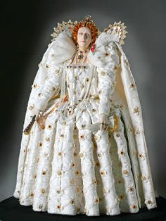Elizabeth I, Queen of England was the only child of Henry VIII and Anne Boleyn. She was the fifth and final monarch of the Tudor dynasty. Elizabethan Fashion, Elizabethan Era, Anne Boleyn, Historical Costume, Historical Clothing, Moda Fashion, Fashion Dolls, Fashion Fashion, Mode Renaissance