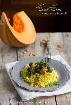 Cous cous al curry con zucca, broccoli, cavoletti di Bruxelles e fagioli rossi.Zucca moscata di Provenza.Piatto unico completo con cous cous verdure legumi