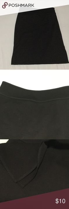 Skirt Max studio low waist and wide waist with slits on the side fully lined . Size says 0 but 2 is better as the waist is 28 and 0 will look too low . As I am leaving the country so all prices are lowered much again yor our offer of 50% will be honored . Max studio Skirts Midi