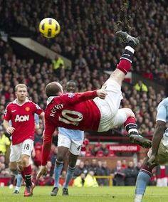 Wayne Rooney bicy against city. PURE CLASS!!!! www.nipon-scope.com