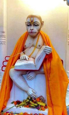 Hanuman is known to be immortal God. Reciting Hanuman Chalisa helps becoming confident, strong & fearless. Hanuman Pics, Hanuman Images, Shri Hanuman, Durga, Ganesha Art, Krishna Art, Hanuman Chalisa Benefits, Hanuman Stories, Hanuman Wallpaper