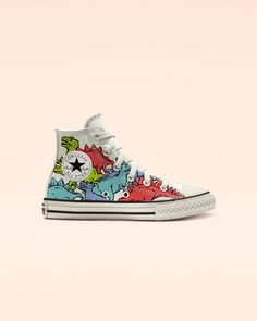 Classic Chucks in playful dinosaur prints. Get The Playground Roaring Throw it way, way back in Dinoverse Chucks. Customizable dino-inspired graphics put a fun spin on your little one's favorite shoes. Converse All Star, Converse Sneakers, Sneakers Fashion, Converse Style, Converse Shoes Outfit, Painted Converse, Painted Shoes, Custom Converse, Custom Shoes