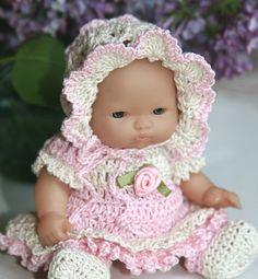 Ideas crochet doll carrier plastic canvas for 2019 Baby Doll Clothes, Crochet Doll Clothes, Crochet Dolls, Crochet Kids Hats, Crochet Baby Shoes, Knitted Hats, Granny Square Bag, Granny Square Crochet Pattern, Crochet Granny