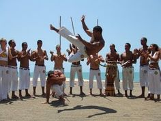 Greeting from Copacabana Beach, Brazil. HAVE A GREAT WEEK! Photo: Capoeira (or Dance of War); a Brazilian martial art that combines elements of dance, acrobatics and music. Martial Arts Training, Best Martial Arts, Karate, Capoeira Regional, Capoeira Martial Arts, Elements Of Dance, Brazilian Martial Arts, Martial Arts Techniques, Yoga Workouts