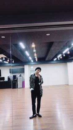 Read Kim Taehyung from the story alltae → champagne by hyezween (🌸✨) with reads. Namjoon, Yoongi, Hoseok, Rapmon, Jimin, Bts Taehyung, Daegu, Park Ji Min, Foto Bts