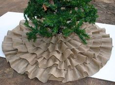 Burlap Crafts for Christmas | Ruffled Burlap Christmas Tree Skirt – Room Candy | Fabric crafts #DIY #crafts