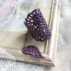 Купить Кожаный браслет Фиолетовое кружево - тёмно-фиолетовый, кожаный браслет, браслет кожаный