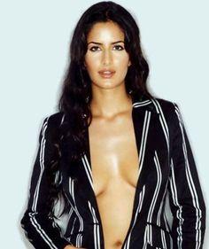 www.wallpapercraz.com - Download Our Most Beautiful Actress Katrina Kaif Exclusive Sexy Bikini Wallpapers Free And Make Your Desktop Screen More Spicy - Katrina Kaif