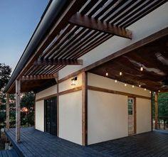 Alligator Creek Lodge contemporary porch