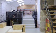 Coworking Magma Espacio / equipoeme estudio #Magma #Espacio #coworking #equipoeme #interiorismo #oficina #diseño #Ourense Co Working, Conference Room, Stairs, Table, Furniture, Home Decor, Interior Design Studio, Cozy, Offices