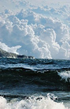White foam on the waves and fluffy white clouds in the sky - perfect! No Wave, Beautiful Sky, Beautiful World, Beautiful Pictures, Simply Beautiful, All Nature, Amazing Nature, Surf Mar, Sea And Ocean