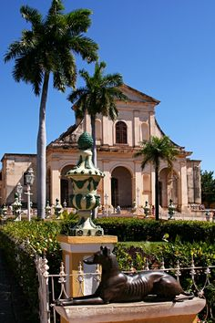 Old Catholic Church & a little public square // Trinidad, Sancti-Spiritus, Cuba // #sculpture #dog #palm