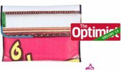 Deze unieke laptophoes is gemaakt van oude Indiase reclamedoeken en gevoerd met vrolijke sari-stof. Elke laptophoes is met de hand gemaakt in een klein en vriendelijke atelier waar de mensen een eerlijk salaris krijgen. Elke laptophoes is een unieke combinatie van kleuren en patronen.