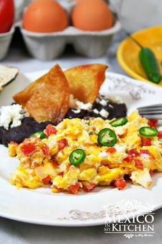 Mexican Style Scrambled Eggs - Huevos a la Mexicana Mexican Style Scrambled Eggs is a popular dish for breakfast or brunch all over Mexico, whether it be in a restaurant or at home. Mexican Appetizers, Mexican Breakfast Recipes, Breakfast Dishes, Mexican Food Recipes, Healthy Recipes, Mexican Brunch, Mexican Cooking, Breakfast Time, Mexican Eggs