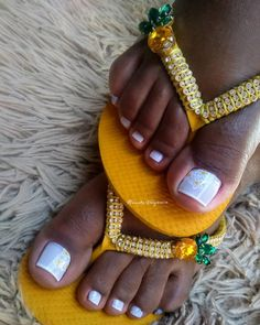 30 Fotos de Unhas dos pés decoradas com flores Cute Toe Nails, Cute Toes, Gorgeous Feet, Sexy Toes, Instagram Girls, 30, Black Girls, Pedicure, Nail Art
