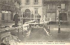 Métropolitain - Métro Paris - Ligne 3 - Ligne 12 - Ligne 13 - Guimard - Nord-Sud - Station Saint-Lazare  Crue de la Seine - Janvier 1910 - PARIS - Place de Rome Coin de la Rue de l'Arcade - L'Escalier du Métro submergé