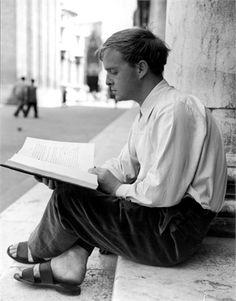 Truman Capote Famosos leyendo.