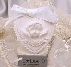 Cuore in gesso profumato con angelo in rilievo e bordo a cordoncino - #gessi profumati #angelo appendibile #corinne d