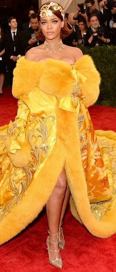 Who made Rihanna's yellow gown?