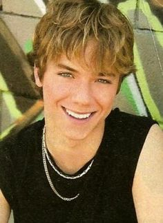 @ashtre9696 @BrittanyLo5u @Famousamis2424 @jeremysumpter The guy from #peterpan :))))