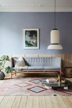 Classique du design scandinave, le canapé « Mayor sofa » se distingue par l'ergonomie parfaite de ses lignes qui invitent à la conversation, et par son haut dossier (H 82 cm) qui crée un véritable rempart derrière lequel on se sent protégé, à l'abri des regards... « Mayor sofa », c'est un canapé qui se transmet de génération en génération : une façon d'être immortel... Le design intemporel de cette assise n'a pas fini de braver le temps. #macrame #boho #jungalow#lifestyle #Handmade #Home