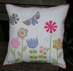 Folkish Butterfly and Floral Quilted Pillow Patchwork Quilt, Patchwork Cushion, Quilted Pillow, Applique Cushions, Sewing Pillows, Applique Quilts, Cute Pillows, Diy Pillows, Decorative Pillows