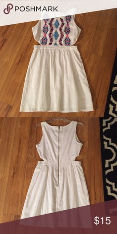 American Eagle cut out dress Super cute dress with sides cut out. Tag says size 6 which fits like a medium. American Eagle Outfitters Dresses Midi