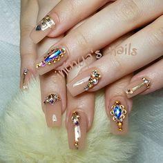 #coffinnails #ballerinanails #pinknails #pink #cinthyasnails #ombrenails #badassnails #cutenails #jeffreestar #riri #dope #dopenails #fallnails #glitter #glitternails #fab #fabnails