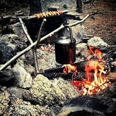 Cooking at camp with everything prepared, making sure that dinner outdoors will be a success. Double tap the image to show the love. #menofoutdoors #bushcrafter #knife Visit Survival Life TODAY for more bushcrafting facts and survival news. Click the #linkinbio Repost and image from @outdoorbackpacker