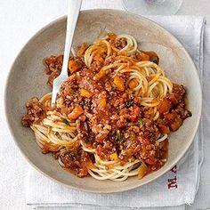 Spaghetti Bolognese a la mama! Spareribs, Spaghetti Recipes, Slow Food, Fabulous Foods, I Love Food, Pasta Dishes, Salad Recipes, Food Processor Recipes, Food Porn