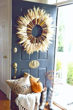 Indian Corn Wreath DIY - 7 Rust-colored DIY Fall Wreaths to Take in the Beauty of the Season Diy Fall Wreath, Fall Wreaths, Wreath Ideas, Wreath Crafts, Floral Wreaths, Burlap Wreaths, Mesh Wreaths, Fall Home Decor, Autumn Home