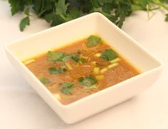 Misosuppe mit Gemüse und Wakamealgen