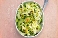 Kijk wat een lekker recept ik heb gevonden op Allerhande! Bleekselderij met komkommer Poke Bowl, Tasty Dishes, Celery, Love Food, Cabbage, Healthy Recipes, Healthy Meals, Healthy Food, Food Porn