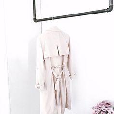 • So simple and so elegant • #rackbuddyjoey #elegant #blackandwhite #simplicity #tøjstativ #kleiderstange #clothesrack #boligindretning #wardrobe #interior4all #indretning #bolig #repost