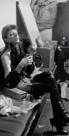 David Bowie backstage at the Marquee Club, London, for his 1980 Floor Show special in 1973... Not sure how women were attracted to him at this point... High heels and all.