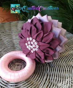 TUTORIAL, water lily original pattern, no sew quilted lotus flower, step by step instructions, DIY fabric flower Xmas Crafts, Decor Crafts, Quilted Ornaments, Ball Ornaments, Christmas Ornaments, Flower Step By Step, Jar Centerpieces, Holiday Tables, Diy Projects To Try