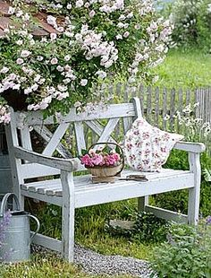 Garden design Ideas with potted flowers make the garden an oasis of well-beingpotted flowers garden bench garden plants Source by susannesonnenblume. Garden Cottage, Rose Cottage, Yellow Cottage, Cottage Style, Jardin Style Shabby Chic, Design Jardin, Garden Seating, Garden Benches, Garden Spaces