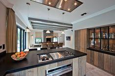 Landelijke keuken ontworpen door Eric Kant | Ticino hout | Tinello Keukens