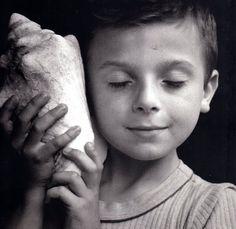 Rémi écoutant la mer - Remi listening to the sea Edouard Boubat Famous Portrait Photographers, Famous Portraits, Kid Portraits, Robert Doisneau, Festival Photo, Belle Photo, Black And White Photography, Make Me Smile, Sea Shells