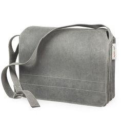 Große, moderne Lehrertasche / Jahn Tasche Modell 677 aus grauem Büffel-Leder. Die Umhängetasche im XL-Format hat viel Stauraum für Laptop und zwei Aktenordner. 179,00 €