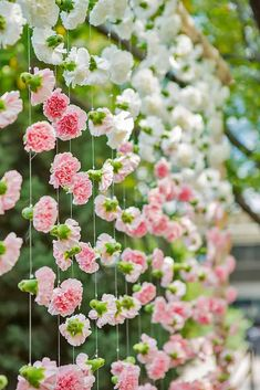 Ideas For Decorating Your Wedding Venue With Flowers ❤ See more: http://www.weddingforward.com/wedding-venue-flower-decoration/ #weddings #weddingdecoration